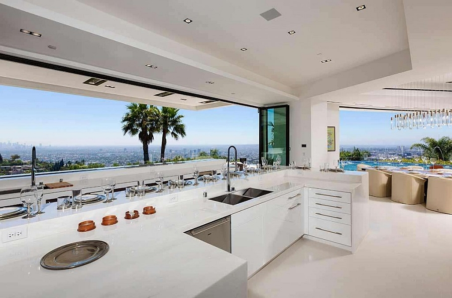 State-of-the-art-kitchen-connected-with-the-outdoor-deck